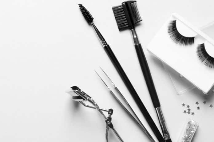 The Best Eyelash Extension Maintenance Tools to Have On-Hand
