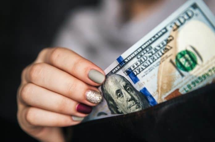 4 Reasons You Should Still Carry Cash