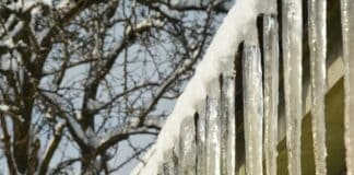 What Causes Ice Dams on Homes?