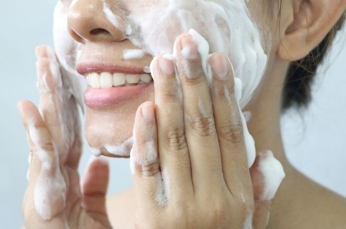 4 Effective Ways To Reduce Skin Redness on Your Face